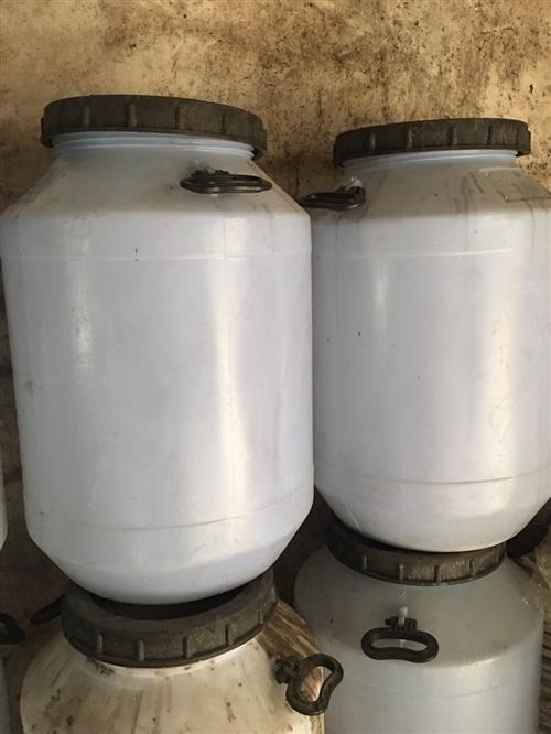 出售水胶桶100个,无污染,无味道的水胶桶