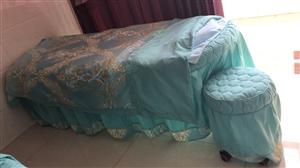 因本人有事要老家,出售9成新美容床两个 四件套都有 亏本处理 送凳子(180一套)需自提  ps:另...