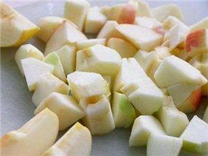 孩子老积食,不消化?一个苹果煮一下,吃得香睡觉再不掀被!