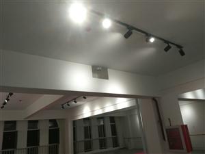 专业改水改电,装修装饰,家装,工装。水电维修,灯具安装。等工程,上门服务。。