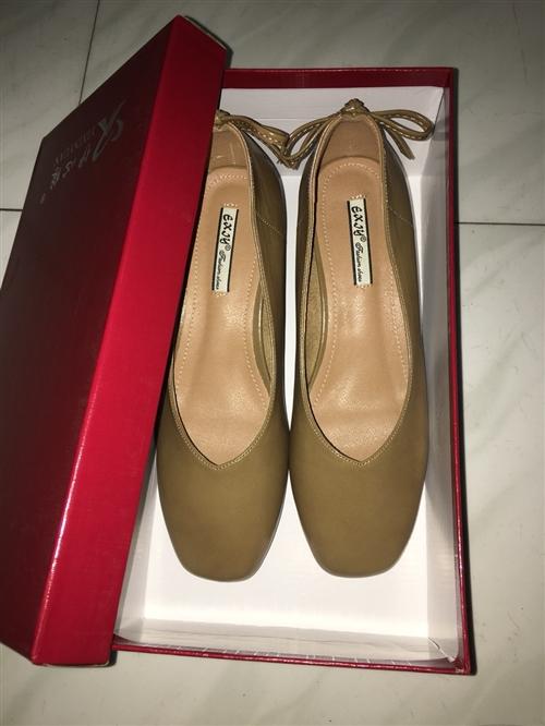 转,全新18年新款韩版低跟方头浅口舒适气质女鞋,38码棕色,皮子很软鞋跟高度合适不累脚,穿着有点大带...