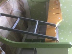 宝宝上下床,下床1.2.×2米,上床1.0×2米,购入价4000现在2000可调节,因为家里房间太小...