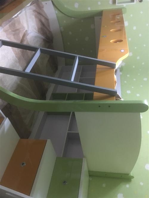 寶寶上下床,下床1.2.×2米,上床1.0×2米,購入價4000現在2000可調節,因為家里房間太小...