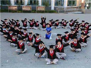 毕业季到了,同学们有没有特别留恋我们的校园,留恋我们的同学友谊,抓紧时间拍几组美美的毕业照吧!做成一