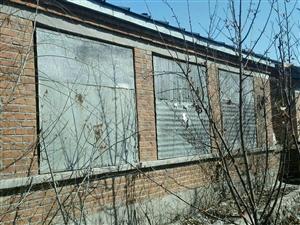 苗圃街二巷,有俩栋民房出售,因本人在外地没人看管,低价出售,俩栋民房共35万,都有房本,非诚勿扰电
