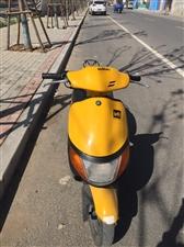 铃木50原装进口摩托车便宜处理啦,原价13800,现在1800,电启动,二冲程很有劲。新不新看图。