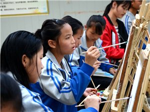 从江县贯洞中学美术活动小组活动剪影