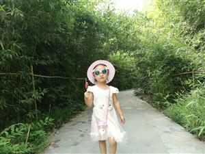 去年刚回来时在美高梅官网公园给孩子照的照片!