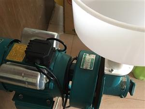 圣狮品牌干湿磨粉机一台,双值电容异步电动机,纯铜线,九成新,买来基本上没有用过,现在便宜处理了,看上...