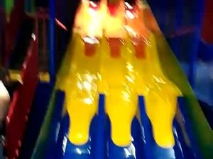 泡泡堂玩耍一天,最爱的大滑梯