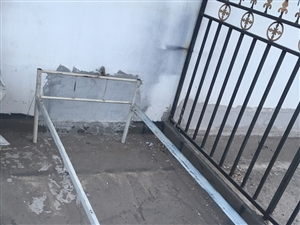 出售单人床,带床板,打算租学生,后来没租,可拆卸单人铁床多张,长1.9米、宽80厘米、高40厘米,质...