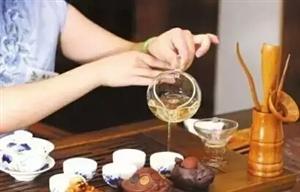 茶,既能解渴和胃,亦能澄心见性。禅茶一味,品茶是精雅清逸之事,需要一杯一盏的仪式感。品的不仅是茶汤,