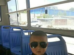 一定要告诉孩子:在外面,找不到爸妈的时候,不要慌乱,上任意一辆公交车坐下,告诉驾驶员我找不到家人了,