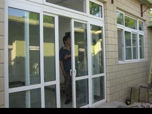朋友们欢迎订够门窗铝合金塑钢防盗门厕所门防盗网,价格一定是优惠哟!