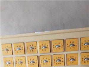 家里药店转让,现有中药柜一个处理,做工很好,有意向者可联系137-3217-6044李女士!
