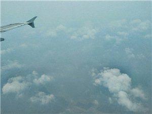 """手机""""航拍""""飞行在9800米高空和降落天河机场之前"""