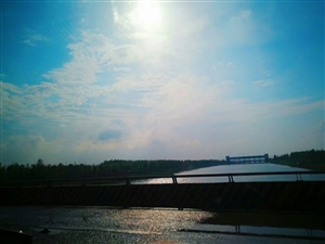 下过雨的天空好蓝