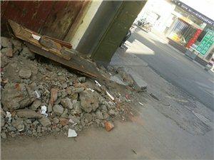 望嵩路上网通线路改造垃圾无人清理