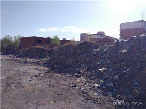 南山鑫苑小区53号楼60号楼东侧垃圾成山,希望有关部门清理一下,还百姓一个干净,整洁的户外环境。
