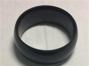 黑碧玉手镯,原料雕刻而成,自戴饰品,55小圈口,宽边,绝对贷真价实,非诚勿扰