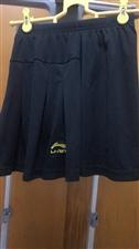 李宁正品运动裙裤,黑色 S码 只穿过一次,9.5 成新以上,40 元包邮。