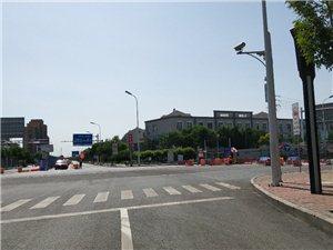 5月18日-28日滨海大道排水管线施工,道路变窄,限速30�N/小时。大港在线广大粉丝注意绕行,为了上