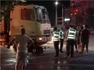 补发星期四晚上龙南国际红绿灯大货车撞上电瓶车,现场…