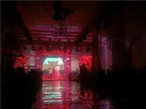 """威尼斯人注册520婚博会盛大开幕!没有去现场的可以扫描下方二维码,回复""""直播""""看盛况!"""