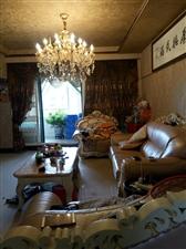 此房是玉带花园3跃5F,158平实际188平套四加书房,3个卫生间,精装带车位,花园,很漂亮,11