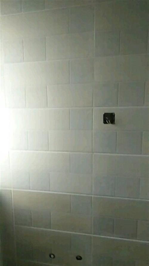 家装铺地板砖,诚信第一,质量保证,技术好,价格优。电话:18951066937