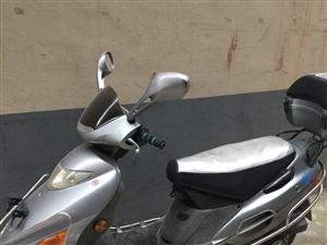 豪爵125摩托没人骑,便宜处理1700元。电启动一打一着火。