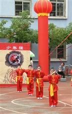 丹江口市张家营小学第三届武术节汇演今天下午,丹江口市张家营小学第三届武术节上,由教