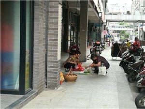 小贩无处不在……城市的文明,清洁靠谁来维护
