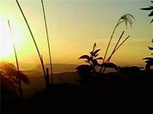 家乡美,�k王山黑帽顶观日出。