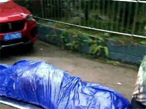 忠县御景江岸小区今早一男子跳楼自杀!原因未明......