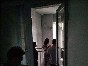 《天宇艺博装饰集团》富顺县富丽大酒店前行100米西城峰景门市二楼。