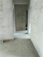 博大新城毛坯房,三房二厅二卫,128平米带车库21平米。报价88万!户型方正,南北通透,采光级好,小
