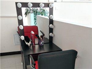 出售九成新化妆台+凳子