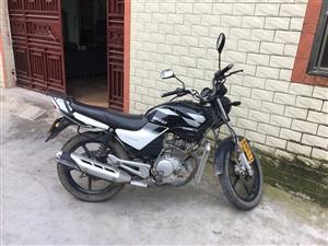 雅马哈,买成7800,加上牌一起9200,现在出售,或者换个女士摩托,好的可以加钱,除了码表线和档位...