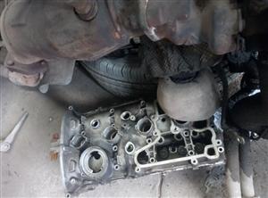 被拆下来的汽车心脏(发动机)