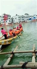 端午节:热闹的划龙船比赛。