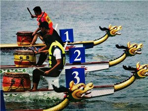 话说赛龙舟赛龙舟是中国端午节的习俗之一,也是端午节最重要的节日民俗活动之一,在中国南方地区普遍存在