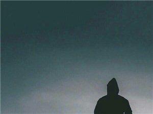 """真正的朋友,一定会越来越少,因为走着走着,方向不一致了,性格不相容了,地位有悬殊了,所以才有""""人生得"""