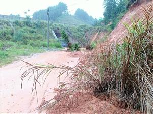 高酿镇地引村昨天晚上太暴雨,多处房子,路段塌,鱼塘,农作物方损失严重。