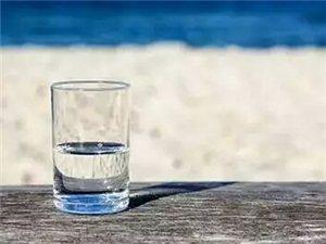 生活有时就是一杯白开水,不论是冷是热,只要温度适合自己就好;生活有时又是万千口味,酸甜苦辣咸涩鲜,只