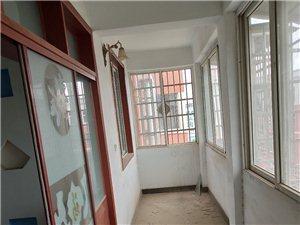 双龙小区3室2厅1卫38万元精装修无入住