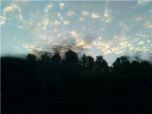 西边的太阳快要落山了