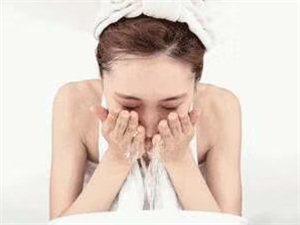洗脸后,脸上的皮脂膜等被清洁干净了?