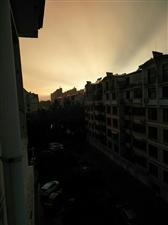 大雨后的夕阳