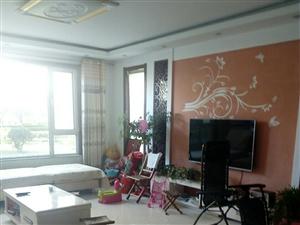 巴黎庄园一楼135平米精装3室2厅2卫88万元